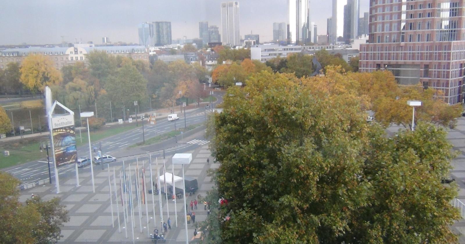 +++ Frankfurt live 14: 55 Uhr - Kundgebung ist nun vorbei +++