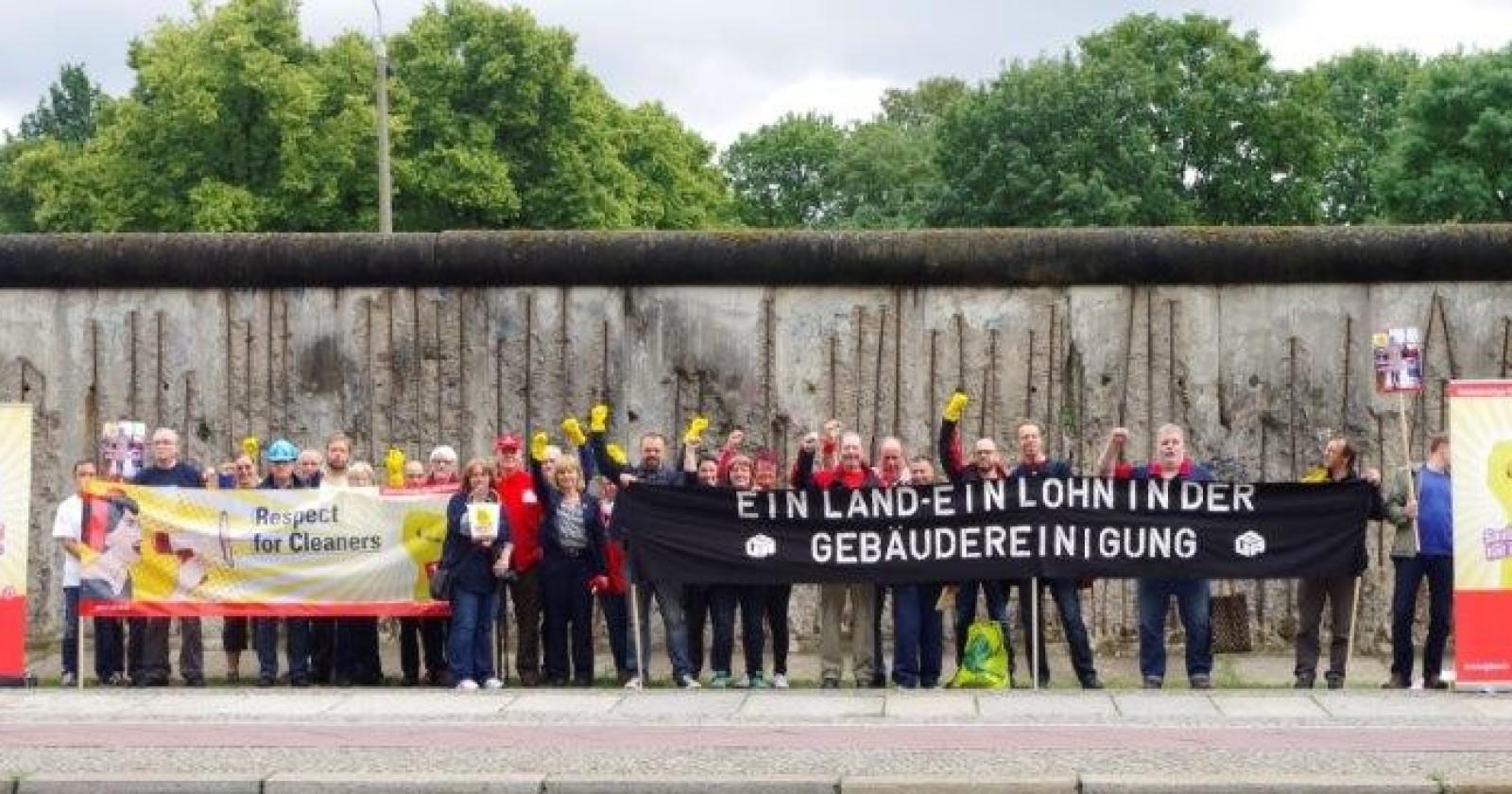"""Reinigungskräfte protestieren in Berlin gegen """"Lohnmauer"""" zwischen Ost und West"""