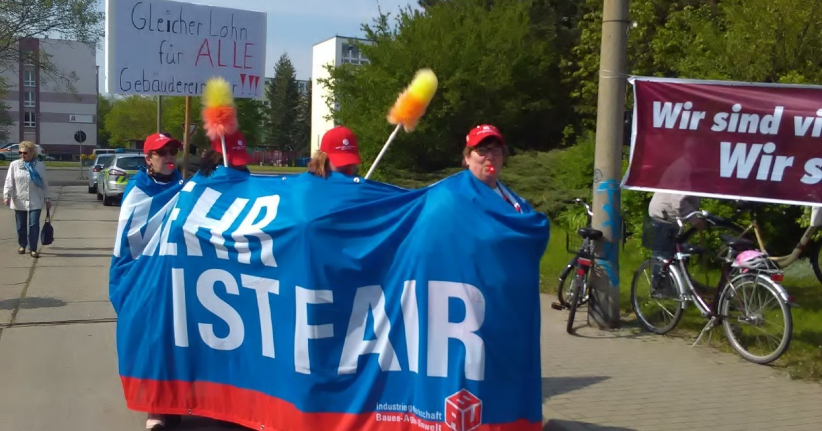 Auch die Kolleginnen und Kollegen aus Dessau-Bernburg fordern: Gleicher Lohn für alle Gebäudereiniger