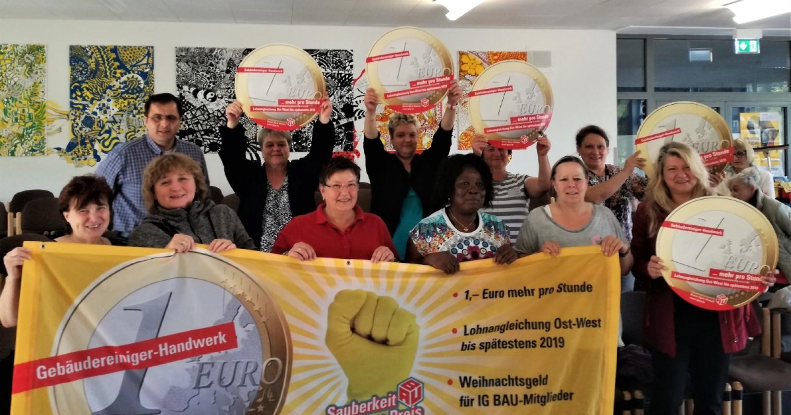 Piepenbrock-Kolleginnen vom Niederrhein wollen am 26 September in Essen für 1 Euro mehr die Stunde demonstrieren