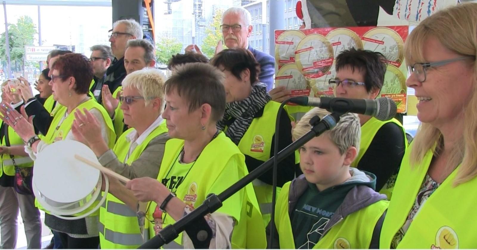 """Video: Kundgebung in Essen - Ulrike Laux: """"Es ist Zeit für Umverteilung"""""""