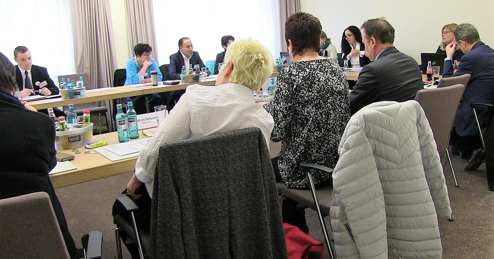 +++ Liveticker Frankfurt +++ Verhandlungen unterbrochen +++ Tarifkommission berät das weitere Vorgehen +++