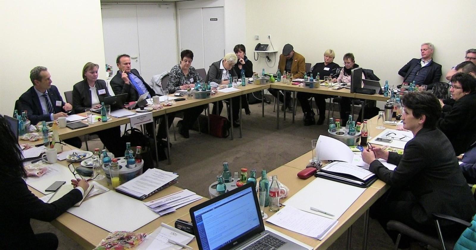 +++ Liveticker Frankfurt +++ Druck der IG BAU zeigt Wirkung +++ Arbeitgeber legen verbessertes Angebot vor+++