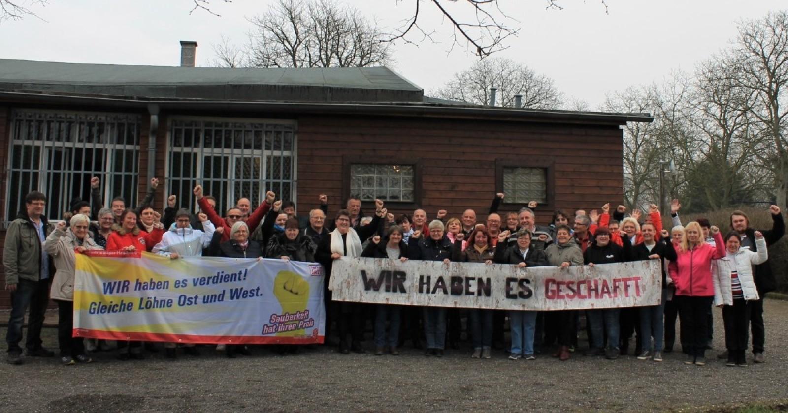Gemeinsam gekämpft – Gemeinsam gefeiert! Gebäudereiniger in Ostdeutschland feiern Tarifabschluss und Lohnangleichung