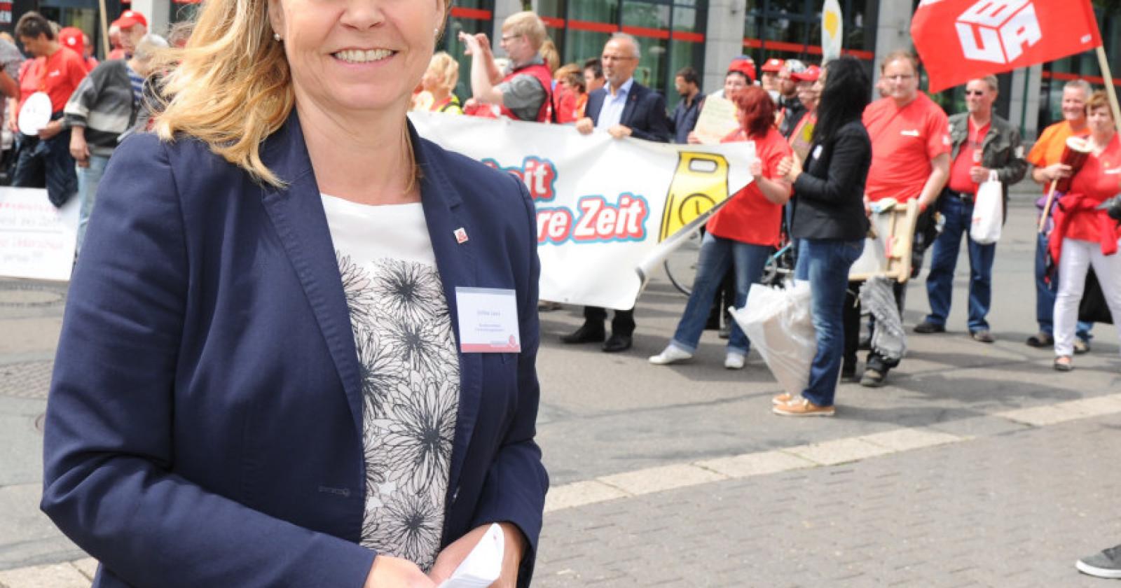 """Interview mit Ulrike Laux: """"Die nächste Tarifverhandlung wird knallhart"""""""