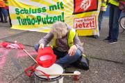 +++ Frankfurt live 11.59 Uhr - Betteln für den Mindestlohn? Nicht mit uns! +++