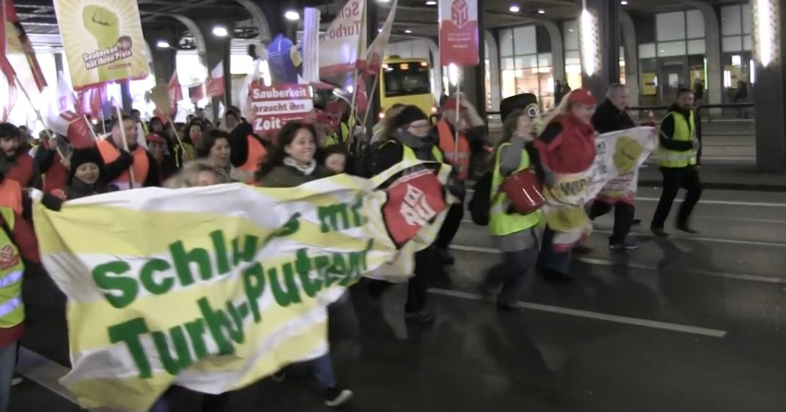 Video: Jetzt wirds ernst - Mopp-U-py Frankfurt!