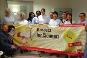 Kolleginnen von Agaplesion Reinigung Süd in Stuttgart freuen sich über Besuch am Tag der Gebäudereinigung