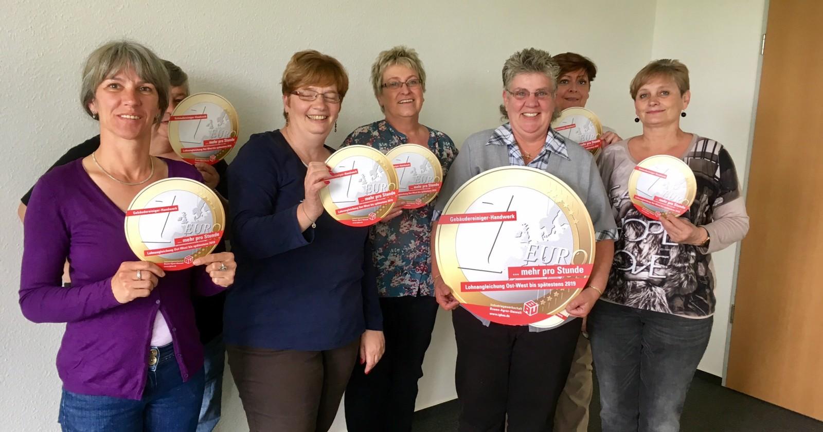 Die Kolleginnen des Betriebsrates von Piepenbrock Bremen - Daumen drücken für die Tarifkommission