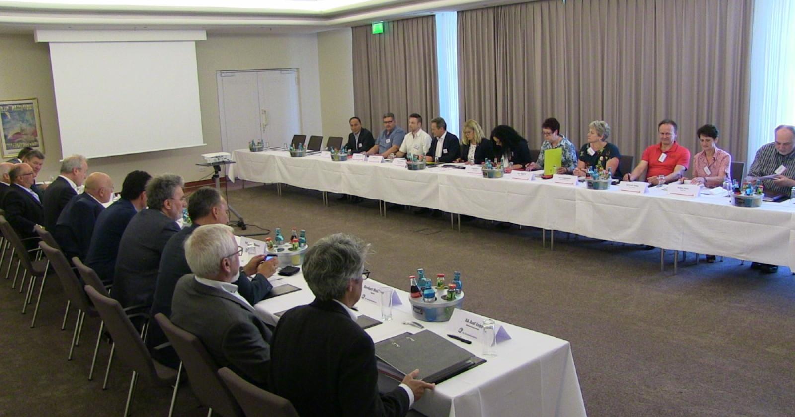 """+++ Verhandlungen unterbrochen -Arbeitgeber bezeichnen Forderungen der IG BAU als """"völlig absurd""""+++"""