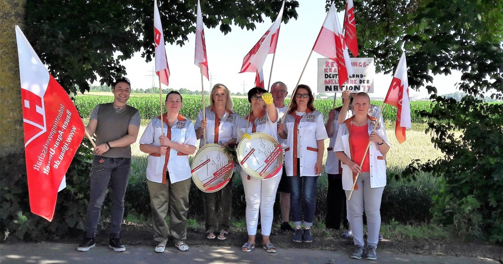 KollegInnen von Max Schmidt aus Königbrunn unterstützen die Tarifforderungen der IG BAU