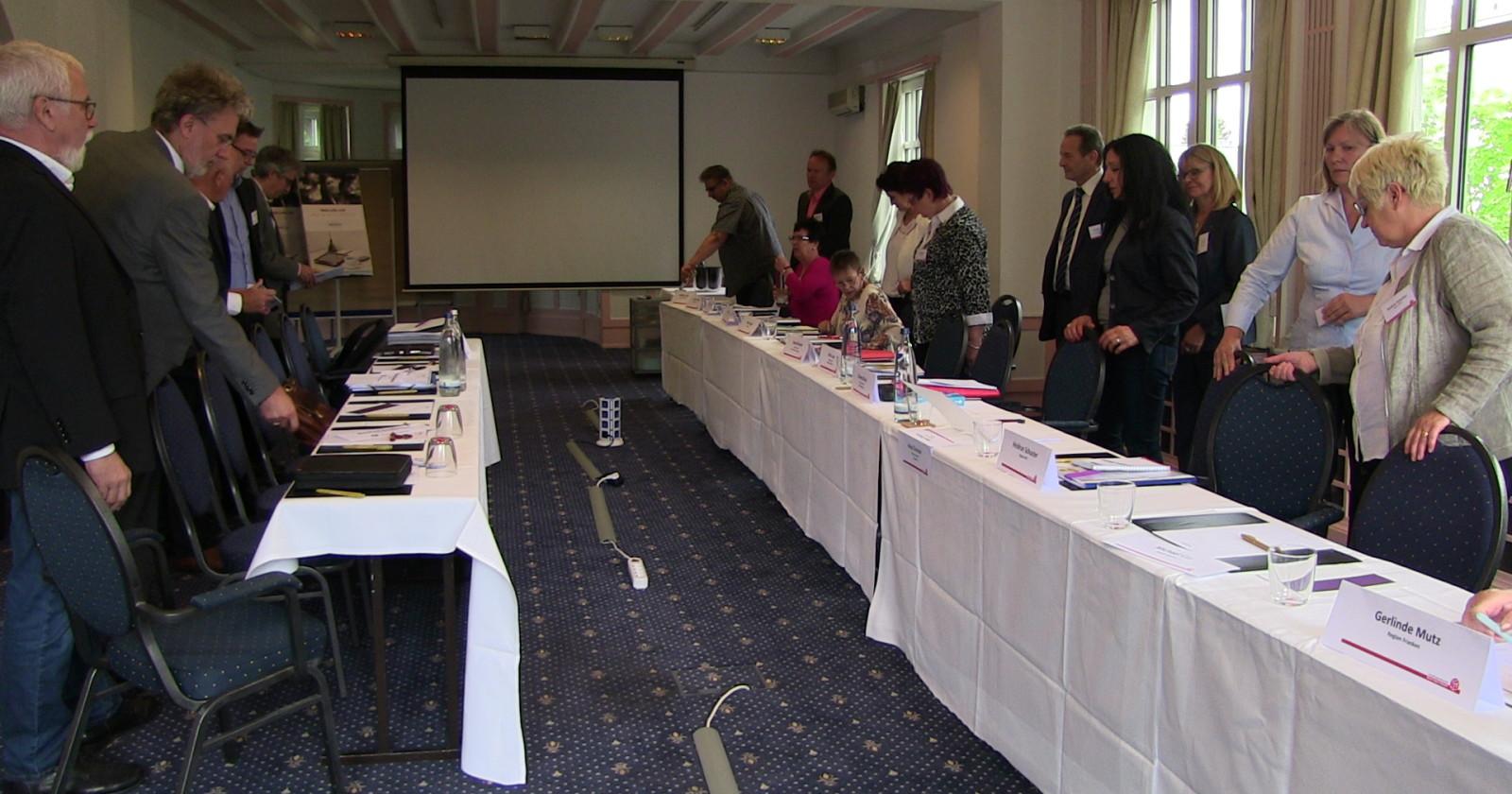 Arbeitgeber drohen Verhandlungen platzen zu lassen