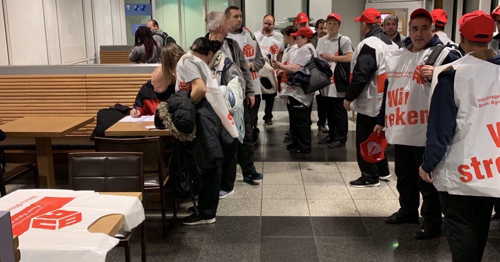 Warnstreik in Bayern begonnen - Nachtschicht von Sasse Aviation am Flughafen München streikt
