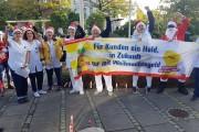 Weihnachtsgeld-Aktion in Flensburg: GebäudereinigerInnen, 300 Schoko-Weihnachtsmänner, Solidarität und ein Störenfried