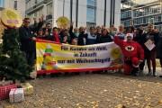 """Kolleginnen und Kollegen von ISS in Darmstadt: """"Kampfbereit fürs Weihnachtsgeld!"""""""