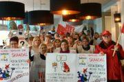 Kollegen aus Bremerhaven von Klüh, RDG –Rational und Clamex (Aerotec) versammeln sich im Streiklokal