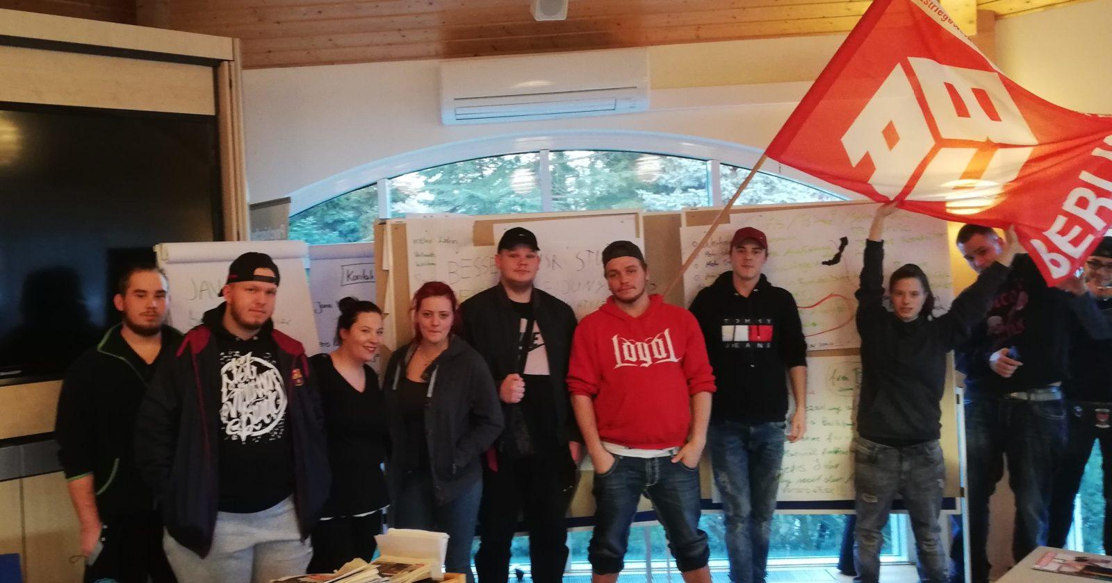 Berliner Auszubildende der Gebäudereinigung unterstützen Forderungen der IG BAU