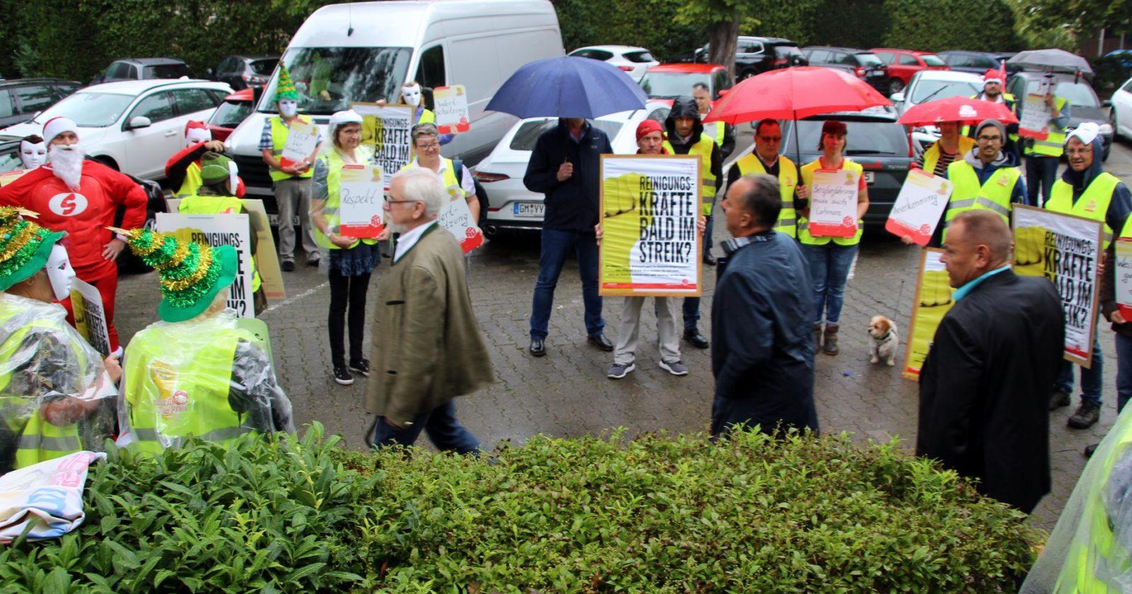 Stiller Protest der Gebäudereiniger*innen