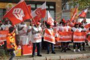 Beschäftigte der Gebäudereinigung von Dr. Sasse streikten vor Mercedeswerk in Mannheim - Kunden-BR solidarisch