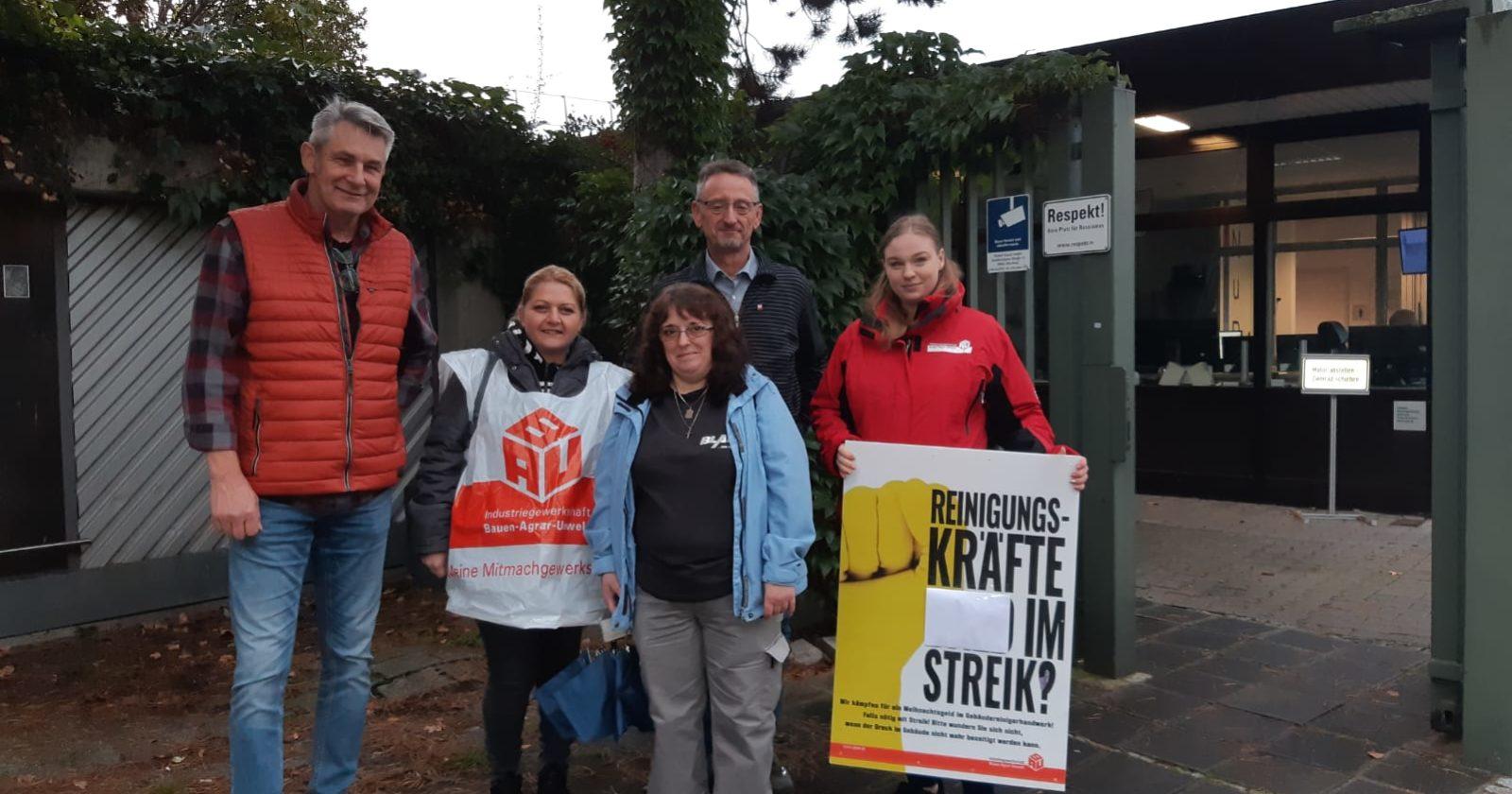 Beschäftigte der Gebäudereinigung von Blank beim Bosch in Nürnberg streiken für bessere Rahmenbedingungen