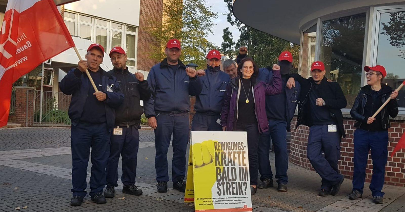 Beschäftigte der Gebäudereinigung von Bogdol veranstalten Tarifaktion bei Hauni in Hamburg