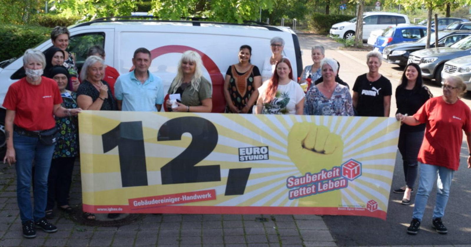 Da durch Corona mehr Arbeit anfällt, fordern Beschäftigte von Veolia 12€ Stundenlohn