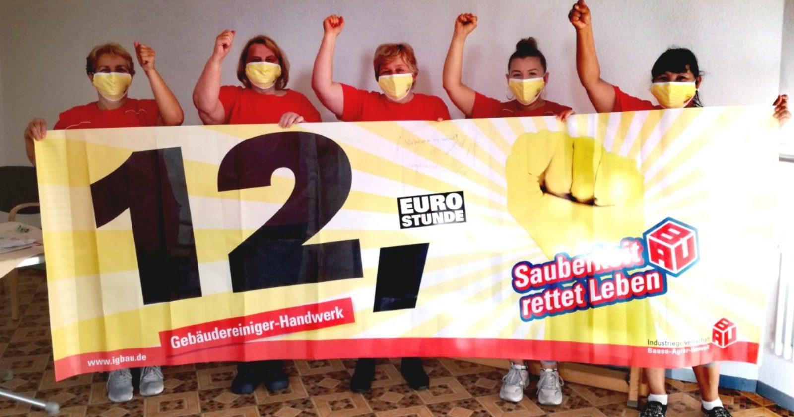 Kolleginnen, die in einem Altersheim in Stuttgart reinigen, stehen weiterhin hinter der Forderung nach 12,-€ Stundenlohn
