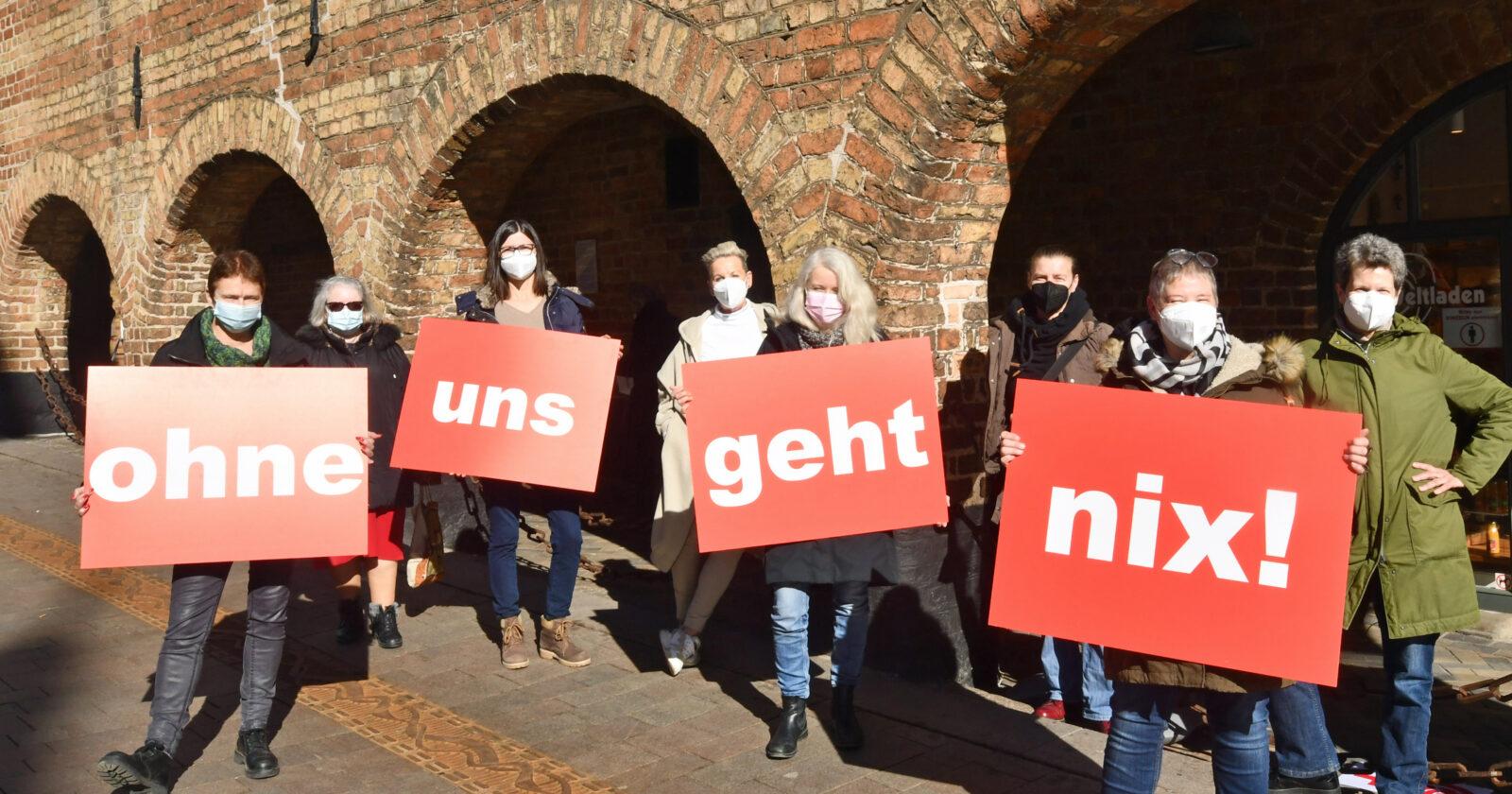 """Aktion zum internationalen Frauentag in Flensburg: """"Ohne uns Frauen geht nix!"""""""