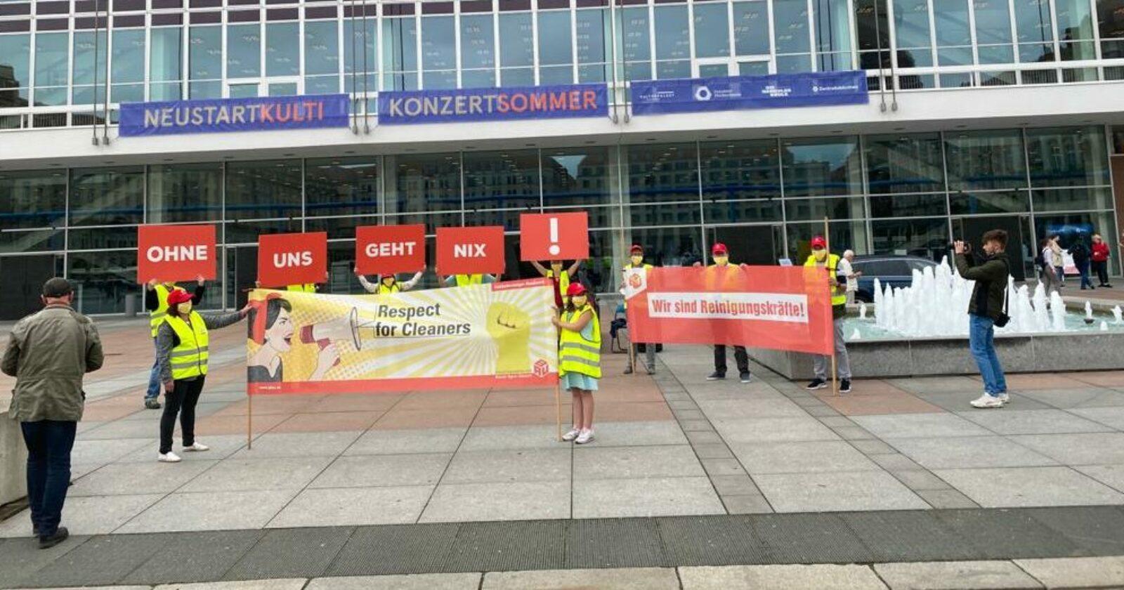 """Ohne uns geht nix!"" am Dresdener Kulturpalast"
